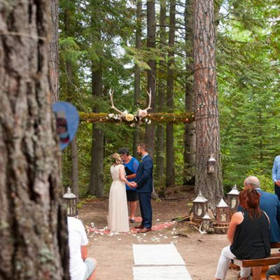 Alpine-Lodge-Wedding-couple