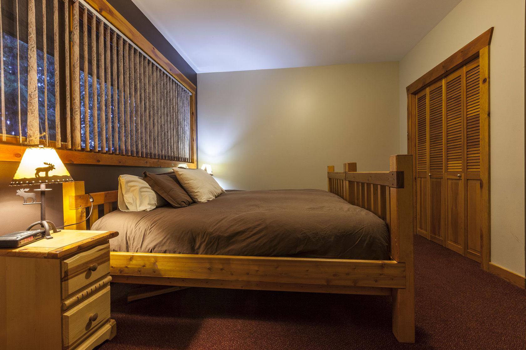 Bedroom 6 alpine lodge fernie for Alpine lodge